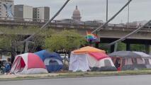 Austin planifica un enfoque gradual para hacer cumplir la nueva prohibición para indigentes de acampar tras Propuesta B