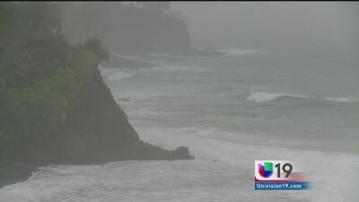 Se aproximan dos huracanes a Hawaii