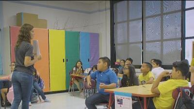Distrito Escolar de Houston ofrece un programa para el aprendizaje de dos idiomas a temprana edad