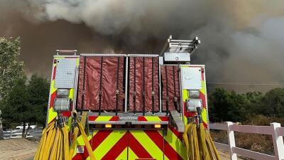 1,200 evacuados, vía cerradas y 1,400 acres destruidos por incendio forestal en el sur de California (Fotos)