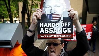 Julian Assange, fundador de WikiLeaks, es condenado a 50 semanas de prisión en Reino Unido por violar la libertad condicional