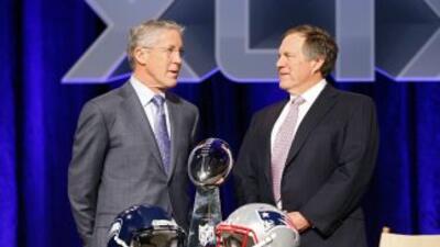 Bill Belichick y Pete Carroll difieren al comparar a sus quarterbacks