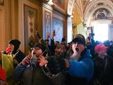 Schumer pide al FBI incluir en lista de exclusión aérea a manifestantes que asaltaron el Capitolio