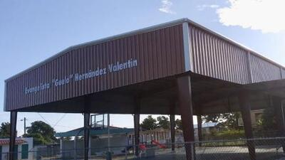 Comunidad rural de Isabela estrena renovado complejo deportivo
