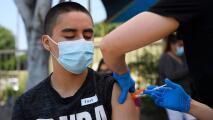 Lo que se sabe de los casos de inflamación del corazón entre adolescentes vacunados contra el coronavirus