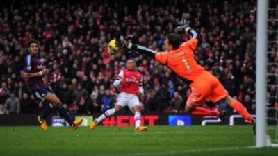 Un gol de falta de Podolski da la victoria al Arsenal ante el Stoke
