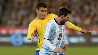 """Thiago Silva dejó la rivalidad de lado y afirmó: """"Messi es el mejor jugador de la historia"""""""