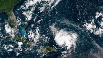 Dorian sigue su rumbo hacia Florida y amenaza con intensificarse a huracán mayor en los próximos días