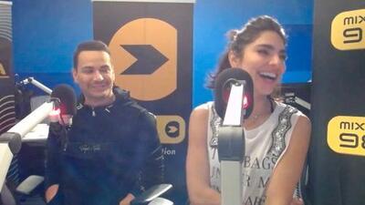 Alejandra Espinoza y Victor Manuelle no pudieron ocultar su emoción sobre el homenaje a Daddy Yankee en Premio Lo Nuestro