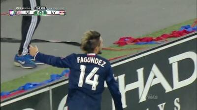 Goooolll!! Diego Santiago Fagundez Pepe mete el balón y marca para New England Revolution
