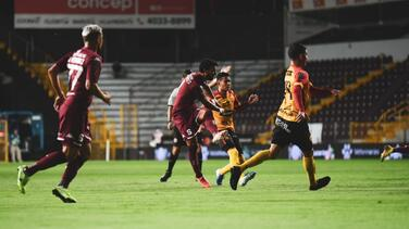 El líder Saprissa gana en la reanudación de la Liga en Costa Rica