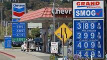 Autoridades no descartan la manipulación de precios como causa de los altos precios de la gasolina en California
