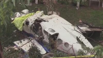 Identifican al piloto de la avioneta que chocó contra una casa en Yorba Linda, California