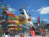 Este parque de diversiones está listo para recibir visitantes