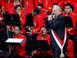 Kuczynski asume la presidencia de Perú con la promesa de una revolución social y un Congreso esquivo