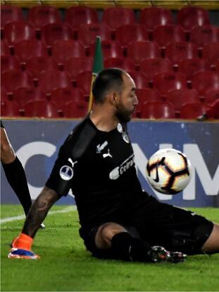Un terrible cobro al estilo Panenka no pasó desapercibido en la definición de penaltis entre La Equidad e Independiente FBC, que quedó por fuera tras el vergonzoso remate en la Copa Sudamericana.