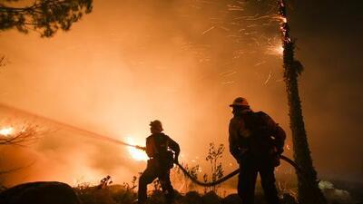 Incendio 'Thomas' en el área de Santa Paula sigue extendiéndose y está fuera de control