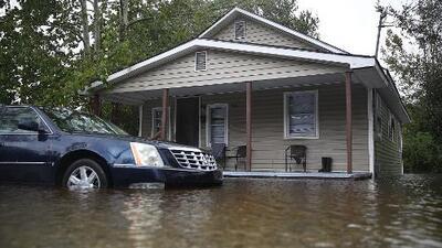Habitantes de Carolina del Norte que no evacuaron temen que más ríos se desborden e inunden sus hogares