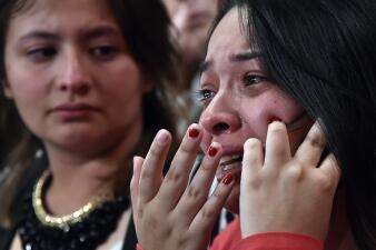 En fotos: Sonrisas y lágrimas en un plebiscito que dividió a Colombia