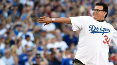 Fernando Valenzuela lanzó la primera bola del Dodgers-Padres en Monterrey