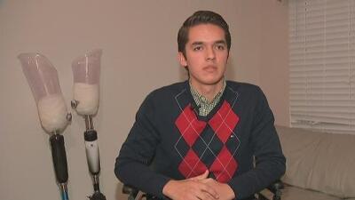 Joven que perdió las piernas en accidente busca ayuda económica por medio de la página web Go Fund Me