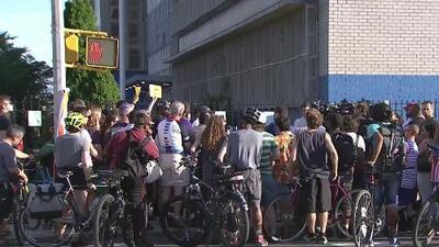 Ciclistas en Brooklyn se unen en una vigilia y exigen mayor seguridad para ellos en las calles