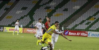 Sólo 2 aficionados acudieron al estadio con boleto pagado para un partido en Colombia