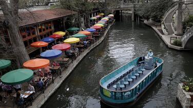 Reabren lugares de servicios al público en la ciudad de San Antonio a un año del coronavirus