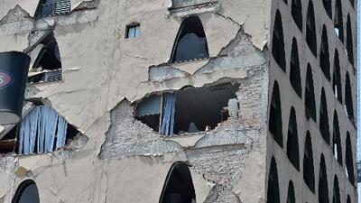 Edificios y escuelas de Ciudad de México son evacuados tras fuerte sismo de 7.1