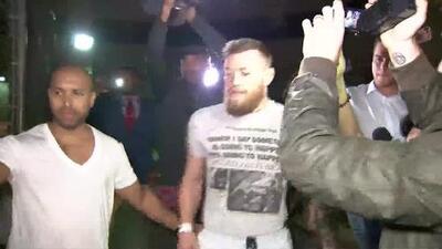 En video el momento cuando liberan a Conor McGregor el luchador de la UFC después de ser arrestado en Miami Beach
