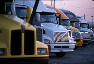 Estas son las 12 ciudades donde se contratan más camioneros en EEUU