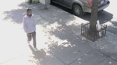 Arrestan a un hombre acusado de golpear a un anciano en Brooklyn aparentemente sin motivos