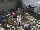 Se estrella un avión de pasajeros con cerca de 100 personas a bordo en una zona residencial en Pakistán