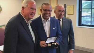 José Alfonso Almora es homenajeado y recibe las llaves de la ciudad de Miami