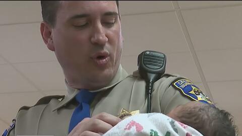 Oficial de la Patrulla de Caminos salva a recién nacido al sur de Sacramento