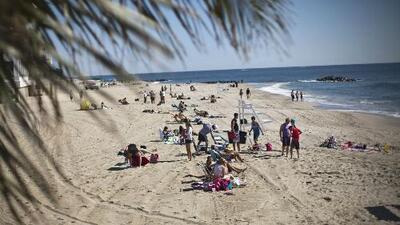 Emiten advertencia de no bañarse en varias playas del sur de Florida por niveles de contaminación