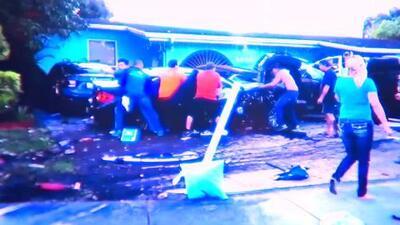 Vecinos de Hialeah ayudan a víctimas de accidente atrapados en carros