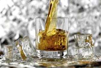Whisky, ¿cómo beberlo acompañado?