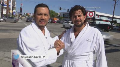El reto: Gerardo Bazúa y Luis se desnudaron en plena calle