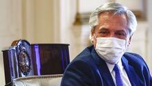 El presidente de Argentina, Alberto Fernández, anuncia que tiene coronavirus