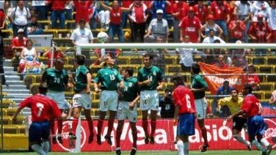 Así fue el 'Aztecazo' de Costa Rica, la primera derrota oficial del Tri en el Coloso