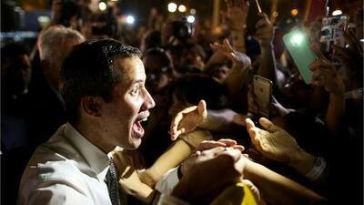 Así fue la calurosa bienvenida a Juan Guaidó por parte de cientos de venezolanos en Argentina