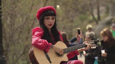 """Mon Laferte, una artista que aprovecha cada escenario para cantarle a un """"mundo que está falto de amor"""""""