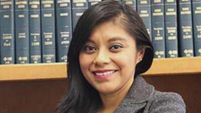 """""""Es un honor servir a la comunidad"""": primera indocumentada nombrada asesora en el Senado de California"""