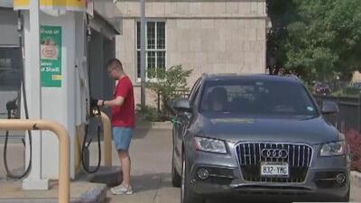 Emiten una alerta comunitaria por el robo de autos en gasolineras de Chicago