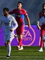 El doblete de Karim Benema (73' y 90+1'), el Real Madrid logra vencer 2-1 al Elche y continúan en la pelea por el título. El segundo go de Benzema llega como un balde de agua fría para el Elche, que se encunetra en la décimo séptima posición en la tabla con 24 unidades.