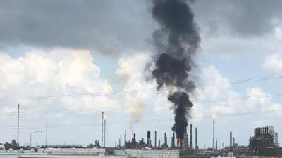 Un incendio arde en la refinería de ExxonMobil en Baytown: hay una orden de resguardo para zonas cercanas