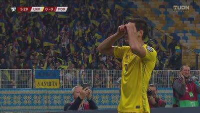 ¡Ucrania pega primero! Yaremchuk atento marca el 1-0