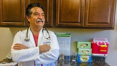Un santuario médico: este doctor de California acepta como pago cebollas, huevos y hasta pollos vivos