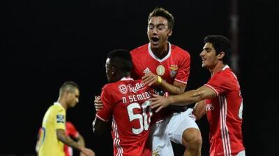 Benfica venció al Arouca y es líder en Portugal